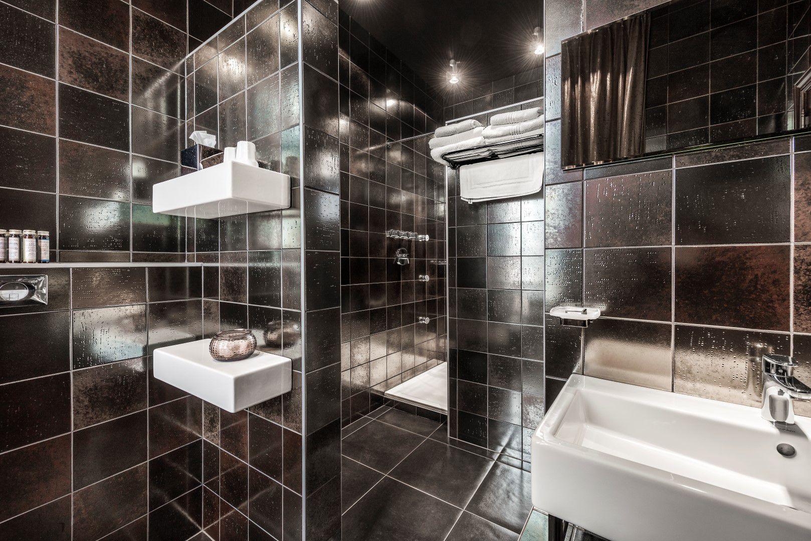 room-experiment-bathroom