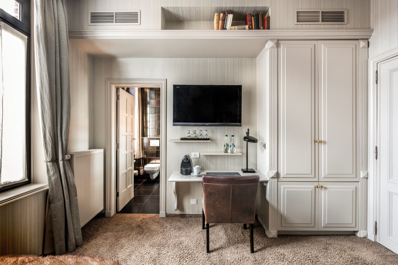 room-experiment-tv-desk