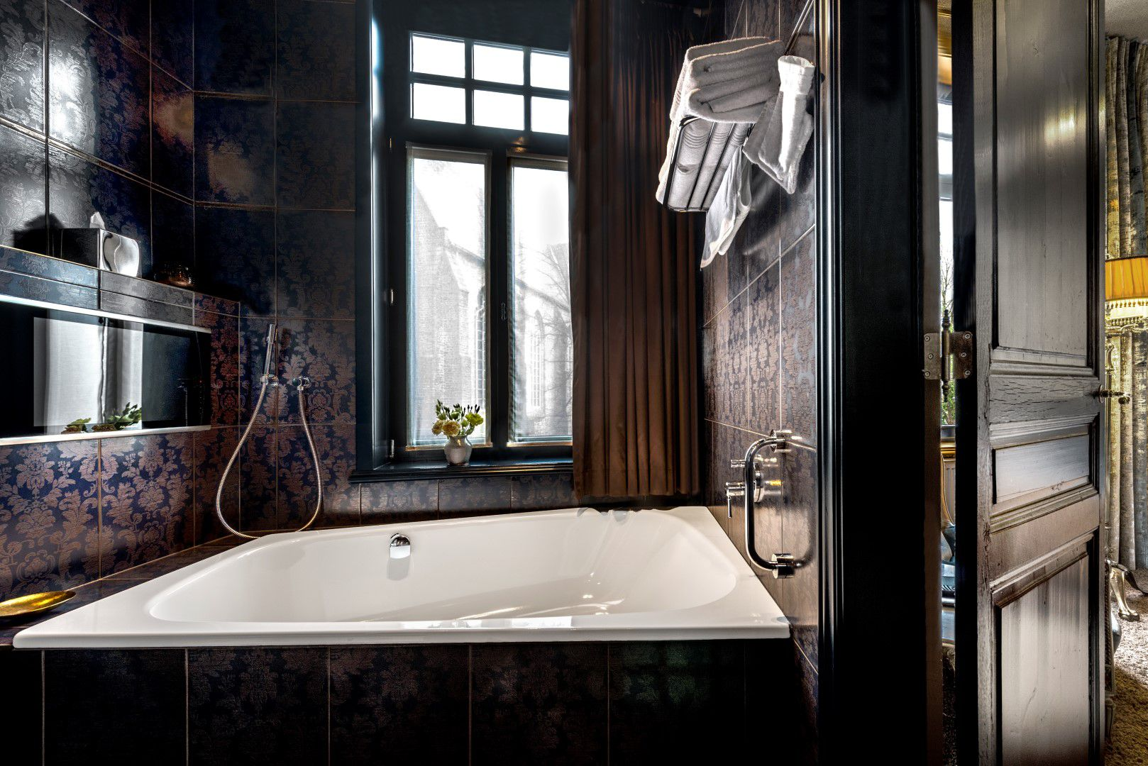 room-glory-bathroom