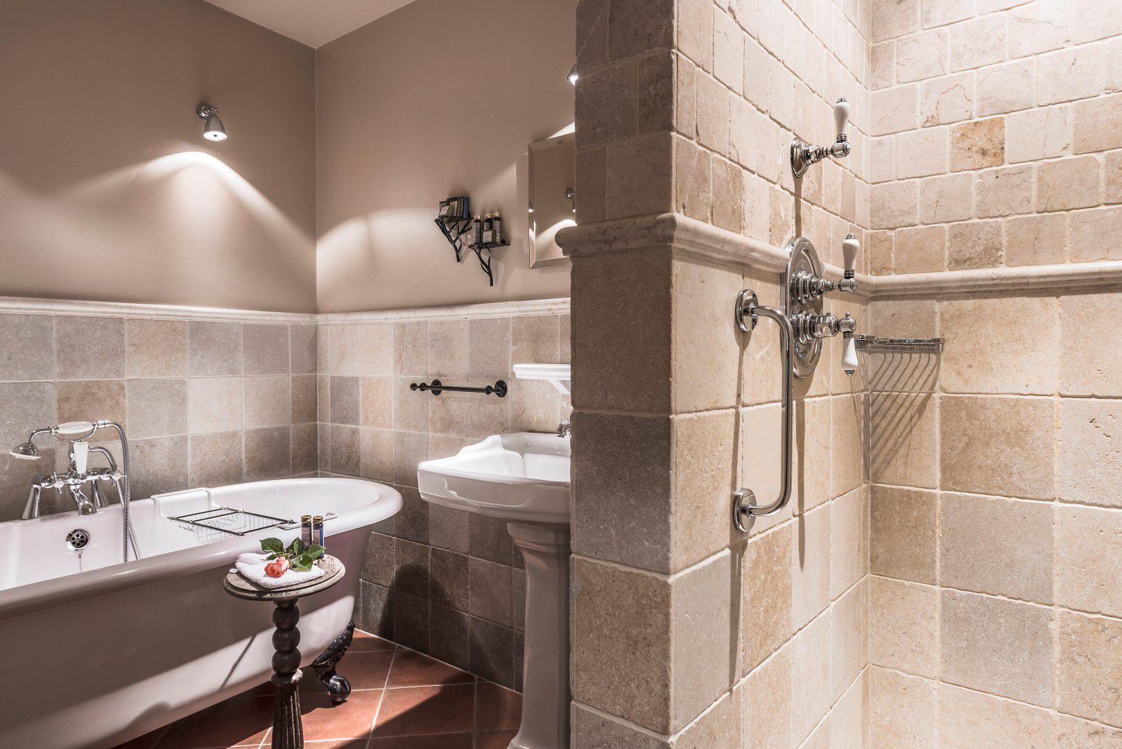 room-pottery-bathroom