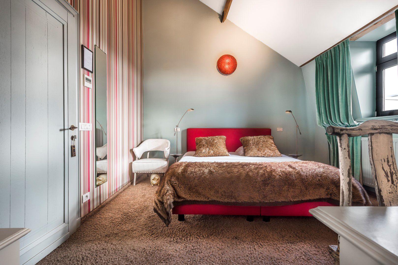 room-top-bed