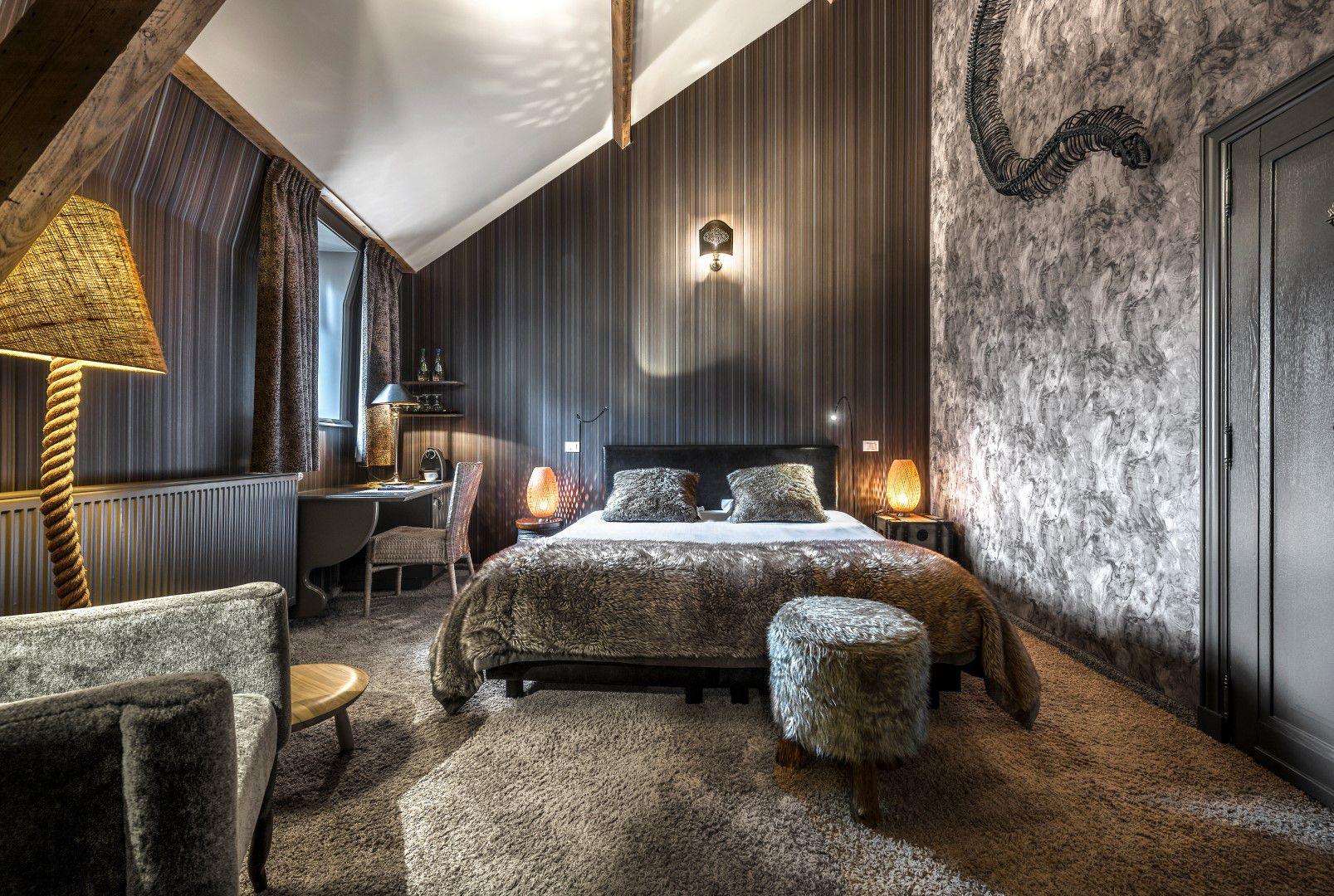 room-wild-bed